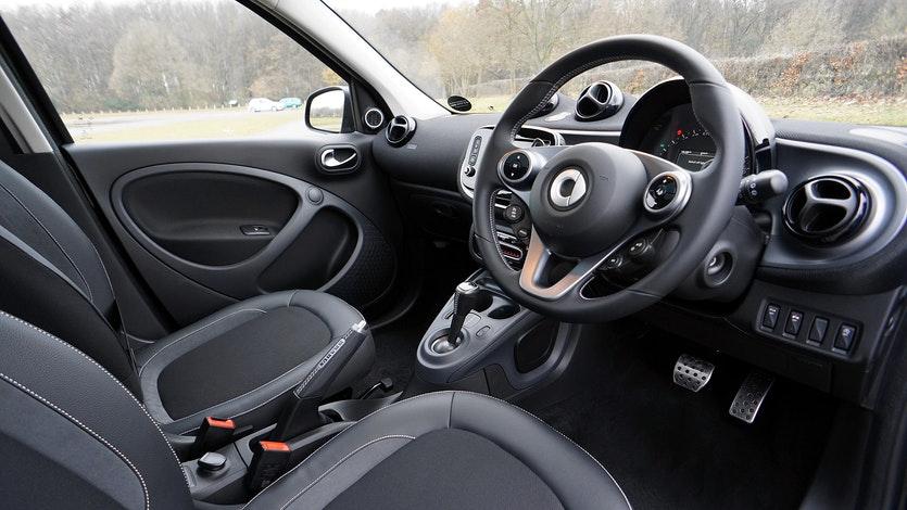 Bagi pengendara pemula, pastinya masih kebingungan dengan cara mengendarai mobil matic. Sebenarnya, cara ini tidak terlalu sulit dilakukan, lho!